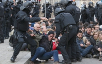 Desenes d'activistes es van encadenar al TSJC el 23 de febrer passat/ Arxiu