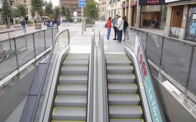 Imatge de les noves escales mecàniques de baixada de l'estació Plaça Major | Roger Benet