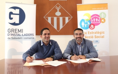 El regidor d'Acció Social, Gabriel Fernàndez, i el president del Gremi d'Instal·ladors, Antoni Fernàndez | Cedida