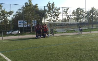 Els jugadors del Mercantil celebrant un dels seus quatre gols davant l'Atlètic Segre | Marc Pijuan