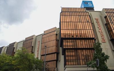 Imatge de la seu central de Banc Sabadell a plaça Catalunya | Roger Benet