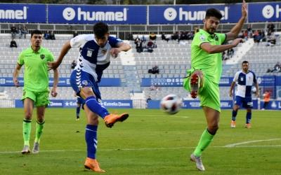 Querol anotant diumenge passat contra l'Atlético Levante el tercer gol del seu compte golejador particular | Críspulo Díaz