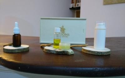 D'esquerra a dreta, sèrum, perfum sòlid i crema hidratant | Cedida