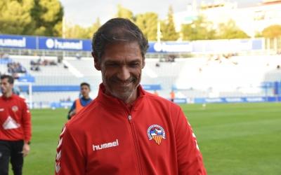 Toni Seligrat, somrient, content pel paper del seu equip a Paterna | Crispulo D.