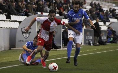 Óscar Rubio, en una acció de la temporada passada. El lateral dret arlequinat reapareix de la sanció a 'casa' | Sendy Dihör