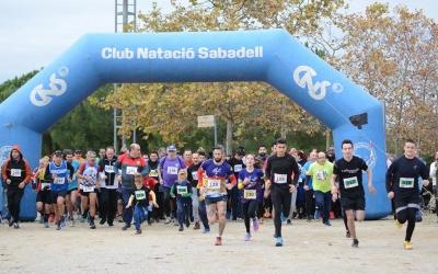 A les 10 del matí, s'ha donat el tret de sortida a la primera cursa solidària de CIPO | Roger Benet