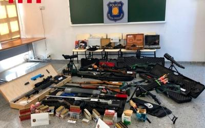 Imatge de les armes recuperades al domicili del detingut | ACN