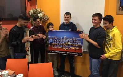 Els companys del club van acomiadar Beschastnyy amb una festa sorpresa | @CNSTennisTaula