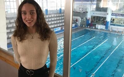 Emma Garcia a la piscina a la qual demà farà l'exhibició | Adrián Arroyo