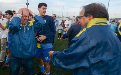 Lou (esquerra), celebrant l'històric ascens del Sabadell Nord | Roger Benet