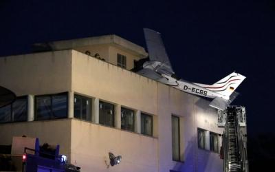 L'avioneta s'ha estavellat contra la gasolinera per causes que encara es desconeixen/ ACN