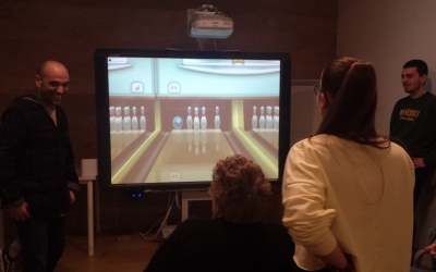 campionat de videojocs amb parelles mixtes d'avis i adolescents | Pau Duran