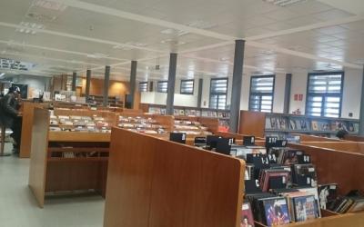 Interior de la Biblioteca Vapor Badia/ Arxiu Ràdio Sabadell