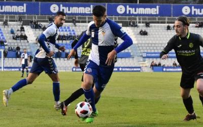 Adri Cuevas conduint la pilota diumenge contra el Conquense | Críspulo Díaz