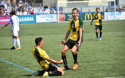 Pol Ballesteros a Son Malferit celebrant el seu únic gol d'arlequinat fins al moment | Críspulo Díaz