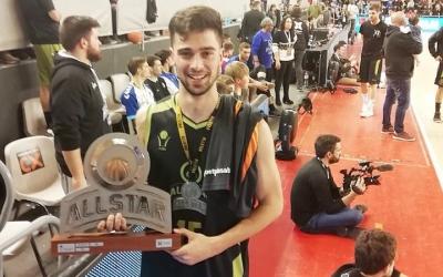 Damià Paez amb el trofeu de campió de l'ALLSTAR 2019 | Bàsquet Pia
