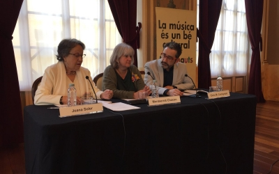 Joana soler, presidenta de JJMM, Montserrat Chacón regidora de cultura i Enric Martínez Castignani   Ràdio Sabadell