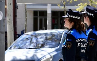 Imatge de dues agents de la Policia Municipal |Cedida