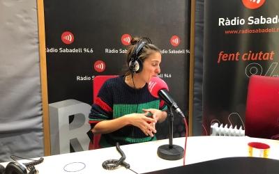 Alba Barbé, coordinadora de Ca l'Enredus a Ràdio Sabadell   Pau Duran