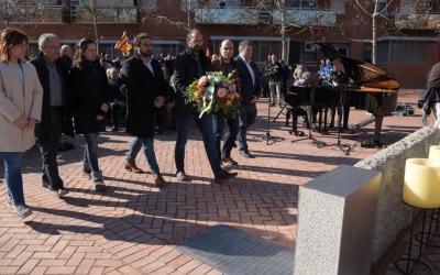 Representants dels diferents grups municipals en el moment de l'ofrena floral | Roger Benet