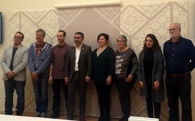Les entitats beneficiàries amb el regidor Gabriel Fernández/ Karen Madrid