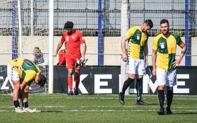 Decepció arlequinada després d'encaixar un 3-0 a Sant Adrià | Críspulo Díaz