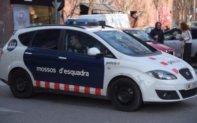 Patrulla dels Mossos d'Esquadra sortint dels Jutjats de Sabadell aquest matí | Roger Benet
