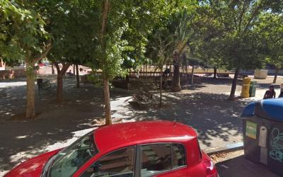 Imatge de l'àrea de jocs infantils de la plaça de la Llibertat pendent de renovar