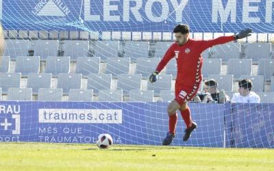 Roberto es disposa a treure de porteria en el partit d'ahir | Críspulo Díaz