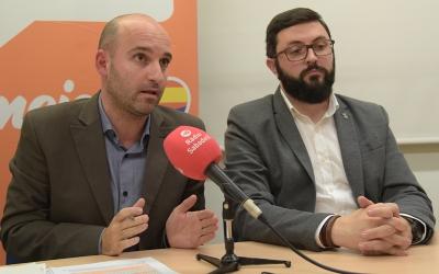 Adrián Hernández (esquerra), portaveu de Ciutadans | Roger Benet