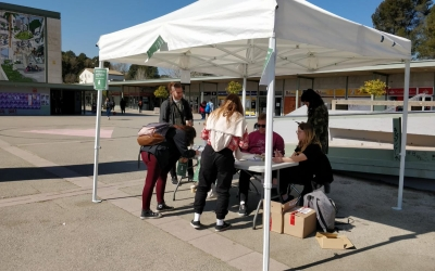 Estudiants votant a la consulta celebrada a la UAB | Referèndum UAB