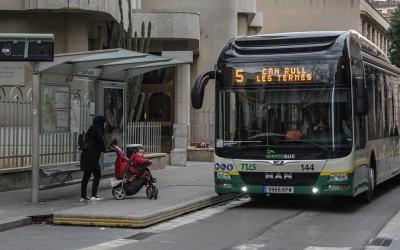 Un autobús de la TUs al carrer Doctor Puig | Roger Benet