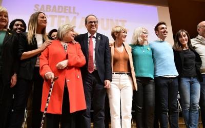 Ciuró al centre de la fotografia amb el suport del partit | Roger Benet