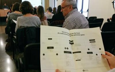 Imatge d'un dels assistents a la presentació de la guia aquest matí | @ajsabadell
