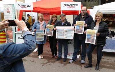 La plataforma n'ha presentat els noms davant l'estand de Sant Jordi | Marc Serrano i Òssul