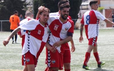 Els jugadors del Can Rull RT feliciten Édgar després del seu gol | Adrián Arroyo