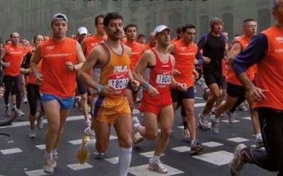 Aquesta és la imatge triada per a la portada de '100 històries del córrer'. | Twitter