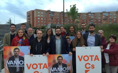 Membres de C's a la plaça d'Espanya | Ràdio Sabadell