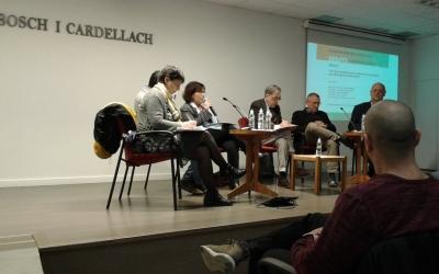 Ha moderat el debat el veterà periodista sabadellenc Josep Ache | Marc Serrano i Òssul