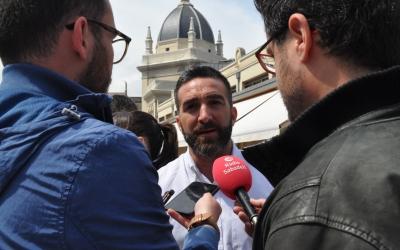 Polo ha atès els mitjans de comunicació davant el Mercat Central | PSC