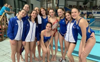 Emma Garcia a Valladolid amb algunes de les joves promeses del Natació Sabadell | Twitter
