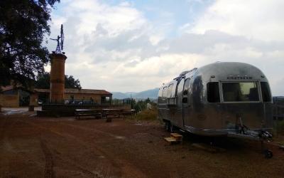 La foodtruck ja està instal·lada a la Masia | Helena Molist