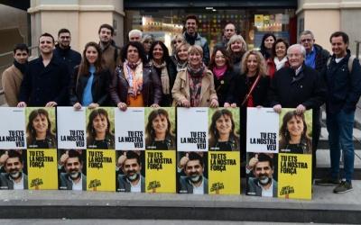 Els juntaires han estat els primers a fer-se la foto d'inici de campanya | Roger Benet