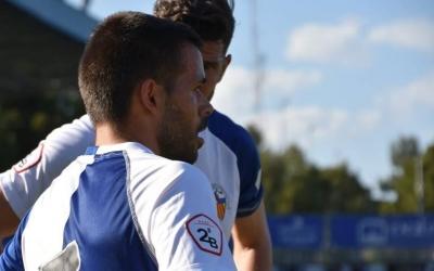 Felipe Sanchón, titular contra el Castellón, conversa amb Adri Cuevas en una acció del darrer partit. | Críspulo Díaz