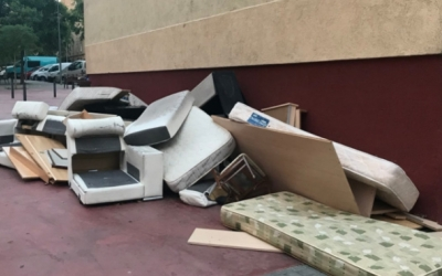 Mobles abandonats a la via pública | Cedida