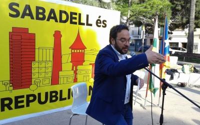 Juli Fernàndez, durant l'acte d'aquesta tarda a la plaça Marcet | Marc Serrano i Òssul