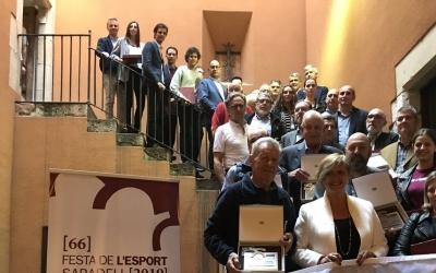 Foto de família a les escales de la Casa Duran   SBD Esport
