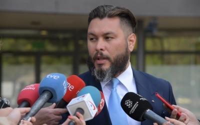 L'advocat Jorge Albertini, atenent la premsa | Roger Benet