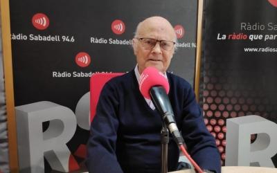 Josep Vinaròs als estudis de Ràdio Sabadell | Arxiu