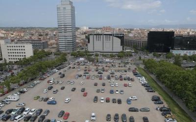 Els veïns de Can Borgonyó reclamen la pavimentació del pàrquing de l'Eix Macià | Roger Benet